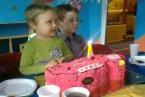4 urodzinki:) Tort w kształcie wozu strażackiego:)